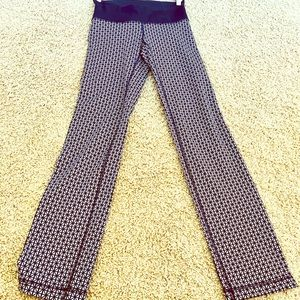 EUC Lululemon Geometric Yoga Pants